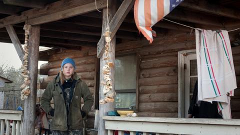 Die 17-jährige Ree (Jennifer Lawrence) weiß nicht, wie sie ihre Familie vor der Obdachlosigkeit bewahren soll.