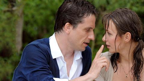 """Bei einem romantischen Picknick am Hamburger """"Strand"""" kommen Siegfried (Oliver Mommsen) und Sandra (Julia Koschitz) sich langsam näher."""