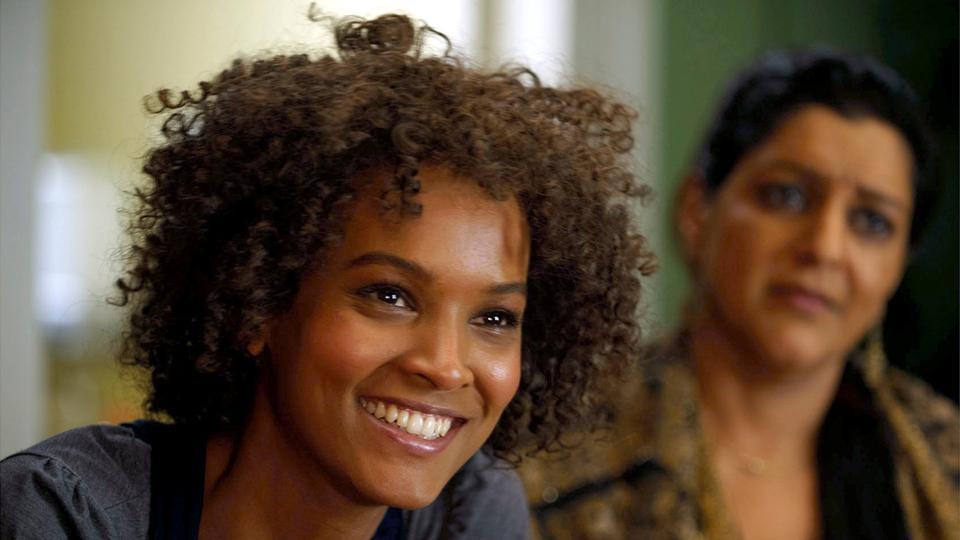 Die Somalierin Waris Dirie (Liya Kebede, li.) träumt von einer Karriere als Model.
