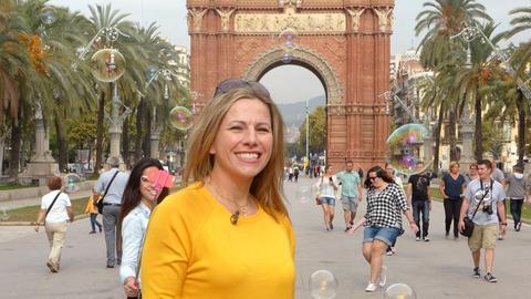 Lebensfroh, cool und aufregend – das ist Barcelona, zweitgrößte Stadt Spaniens, Hauptstadt Kataloniens und eine der beliebtesten Städte der Welt. Moderatorin Andrea Grießmann will sich die Stadt ihrer Kindheit neu erobern.