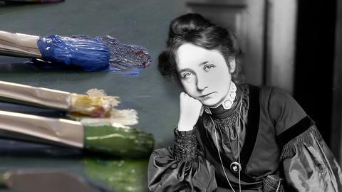 Schwarzweiß-Portrait einer scheinbar gelangweilten Frau in altmodischer Kleidung. Im Hintergrund bunte Farbpinsel. (Collage)