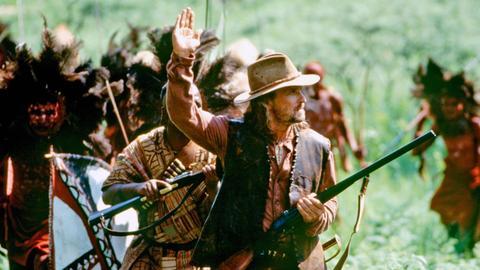 Der erfahrene Jäger Remington (Michael Douglas, vorne) soll die Löwen zur Strecke bringen.