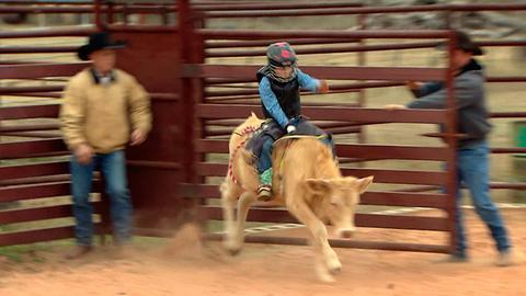 Beim Rodeo muss man sich acht Sekunden oben halten.