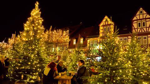 Weihnachtsmarkt auf dem Büdinger Marktplatz.