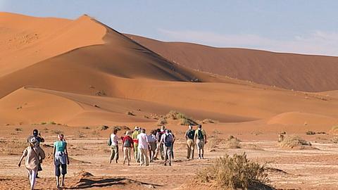 Dünen in der Sossusvlei in der Namib-Wüste in Namibia.