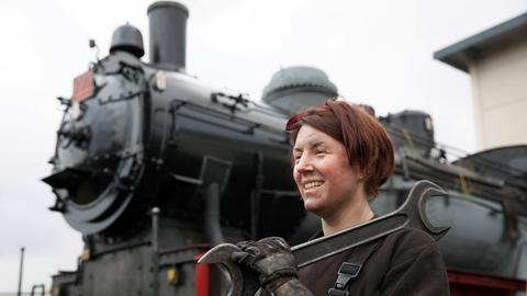 Anna Becker, eine junge Physikerin und aktiv beim Hessencourrier-Betreiberverein, hat gerade ihre Heizerprüfung abgeschlossen.