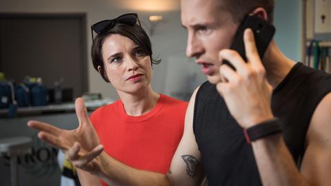 Nico (Jannik Scharmweber) hat Stress und Freundin Angelina (Daniela Bette) stellt wieder einmal seine Kompetenzen infrage.