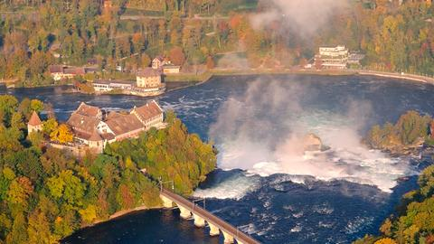 Der Rheinfall bei Schaffhausen ist der größte Wasserfall Europas.