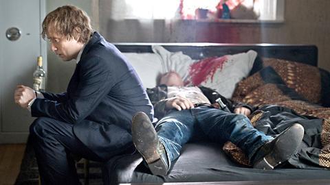 Zwischen Roger Brown (Aksel Hennie, li.) und seinem Komplizen Ove (Eivind Sander) kam es zu einer tödlichen Schießerei.