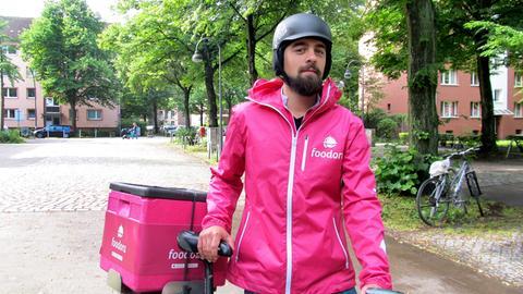 15 Stunden pro Woche sitzt Simon Dreßler durchschnittlich für Foodora auf dem Rad.