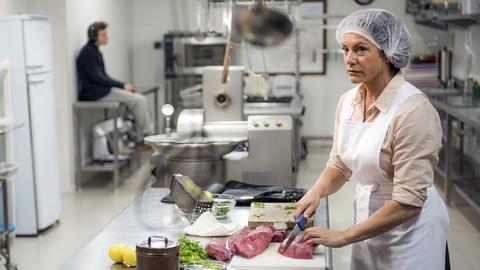 Zwei Bayern in Buenos Aires: Metzgermeisterin Maria Gissenwehrer (Christine Neubauer) und ihr Neffe Caspar (Valentino Fortuzzi).