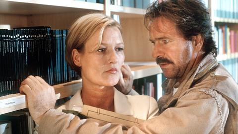 Julia Schäfer (Suzanne von Borsody) ist die Nachfolgerin von Oberstaatsanwältin Bonner. Sie vermittelt Schimanski (Götz George) einen Auftrag, der ihn nach Kroatien führen wird.