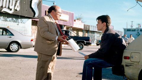 Ein ungewöhnliches Team: der junge Anwalt Rudy Baylor (Matt Damon, re.) und der clevere Anwaltsgehilfe Deck Shifflet (Danny DeVito).