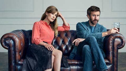 Ehepaar Tom (Chris O'Dowd) und Louise (Rosamund Pike) machen eine Paartherapie.