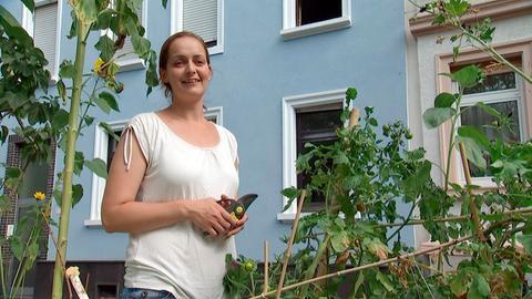 """Anna Arnold bringt mit ihrer Initiative """"Essbares Darmstadt"""" Nachbarn in Gemeinschaftsbeeten zum Gärtnern und zum bunten Miteinander zusammen."""