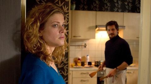 Leslie (Marie Bäumer) ist sich ihrer Gefühle für Dave (Fritz Karl) immer noch nicht klar - immerhin ist er der Verlobte ihrer besten Freundin.