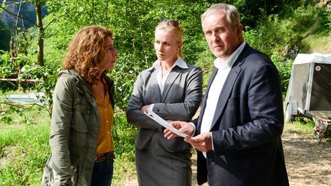 Ester Tomas (Darina Dujmic), eine Kollegin von der Tschechischen Staatspolizei, unterstützt die österreichischen Ermittler Bibi Fellner (Adele Neuhauser, links) und Moritz Eisner (Harald Krassnitzer).