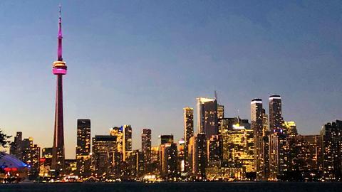 Die Skyline von Toronto bei Nacht.