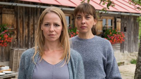 Gegensätzliche Schwestern: Anwältin Lisa (Theresa Scholze) und Bergbäuerin Marie (Catherine Bode).