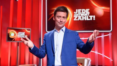 """Sascha Hingst Moderator der Sendung """"Jede Antwort zählt - Das Berlin-Brandenburg Quiz""""."""