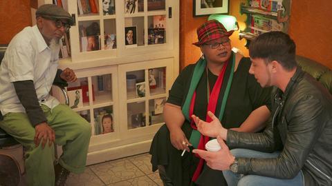 Bob (links) und Florian (rechts) mit einer Kundin in Bobs Hairbase.