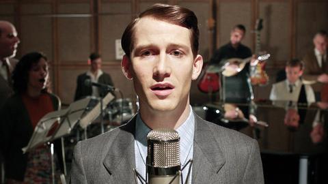 Der junge Sänger Udo (David Rott) nimmt seine erste Schallplatte auf.