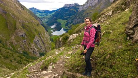 Tamina Kallert genießt das Appenzeller Land und die beindruckende Natur hoch oben in den Schweizer Bergen.