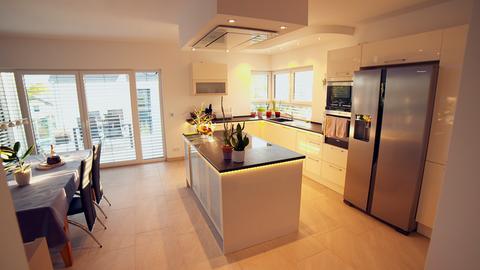 Drei Zimmer Küche : Zimmer küche date bilder u tv wunschliste