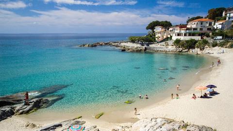 Strand bei der Gemeinde Campo nell'Elba.