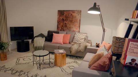 Eine leere Wohnung, von der Home-Stagerin Tina Humburg geschickt dekoriert und kurzzeitig mit Möbeln ausstattet, damit sie unter den Immobilien-Anzeigen hervorragt.