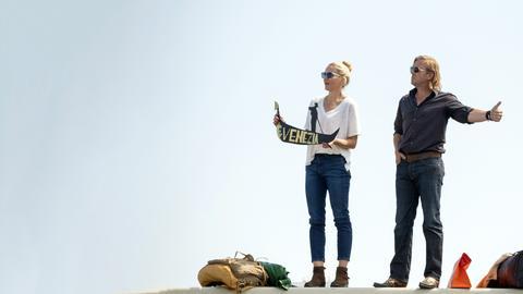 """Piet N. Schneller (Heino Ferch) trifft seine """"Ex"""" Veronika (Tanja Wedhorn) bei der Tafel wieder."""