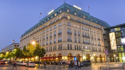 Außenansicht Hotel Adlon, Pariser Platz, Mitte, Berlin.