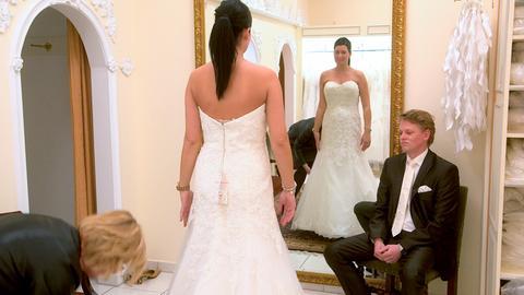 Maike und Sven heiraten heimlich im Urlaub.