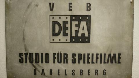 Schild DEFA im Potsdamer Filmmuseum, Potsdam.