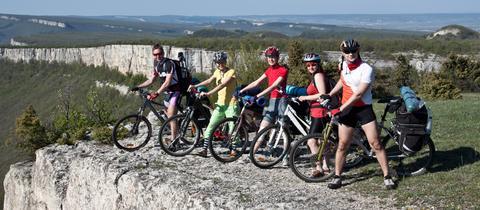 Eine Gruppe Radfahrer auf Tour