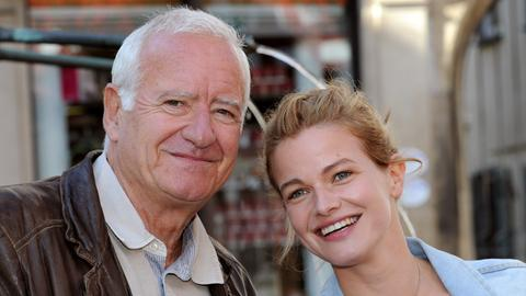 Urban Fuchs (Peter Bongartz, li.) und Emily Gans (Mira Bartuschek, re.).