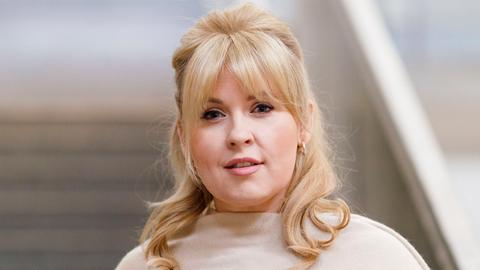 Portraitaufnahme der Sängerin Maite Kelly.