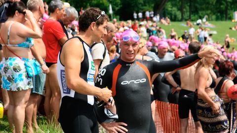 """Der Triathlet Lothar Leder (links) und der Sportjournalist und """"Ironman""""-Teilnehmer Dirk Froberg."""