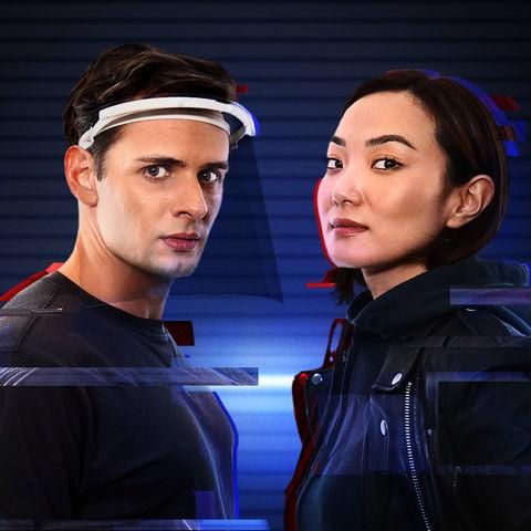 Aktivistin Felina (Ariana Gansuh) will IT-Fachmann Max (Dominic Betz) für den Kampf gegen das übermächtige Unternehmen XSperm gewinnen.
