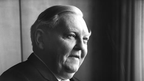 """Ludwig Erhard, ehemaliger Bundeskanzler, CDU-Vorsitzender und """"Vater des Wirtschaftswunders""""."""