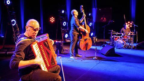 Tango Transit musiziert auf der Bühne frei!-Bühne.