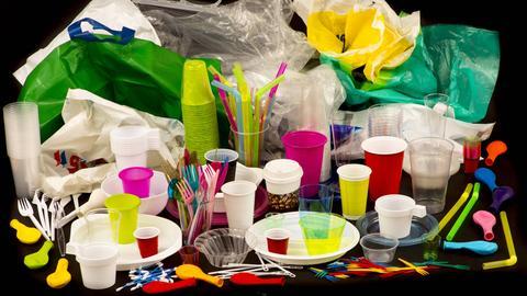 Ansammlung von verschiedenen Plastikprodukten