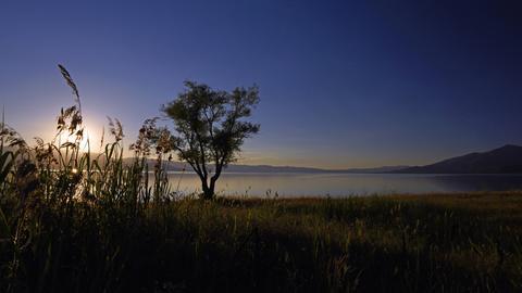 Großer Prespa-See bei Sonnenuntergang.