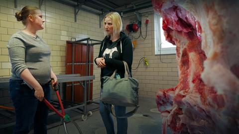 Eien Metzgerin trifft auf eine Peta-Aktivistin