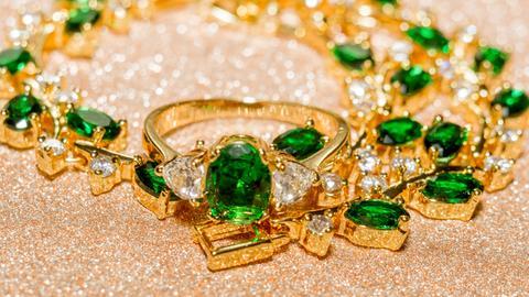 Smaragd-Collier mit Diamanten und passendem Ring