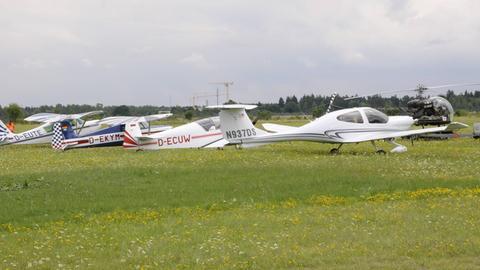 In Reichelsheim kann man während des Essens Sportflugzeuge und Hubschrauber beobachten.