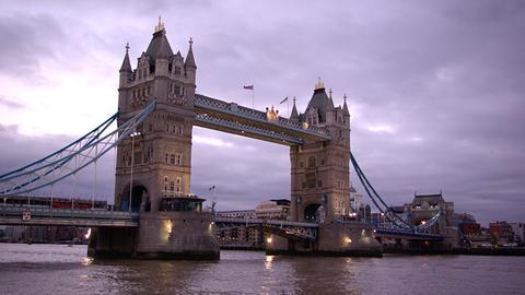 Blick auf die Tower Bridge in London.