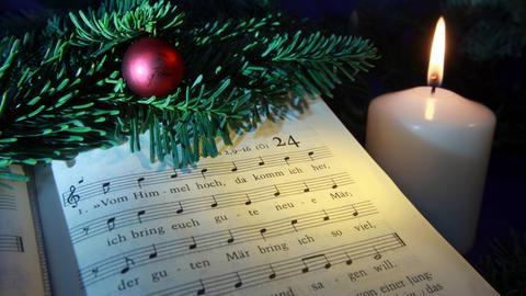 """Noten """"Vom Himmel hoch, da komm ich her"""" samt Weihnachtsdeko und Kerze"""