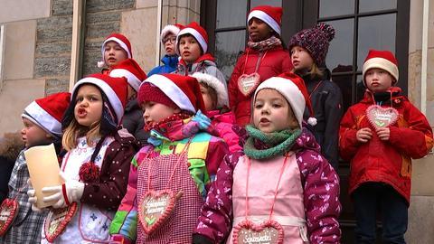 Kinderchor singt für den Weihnachtsstern